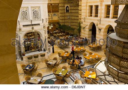 Ein Restaurant im Souk Khan Murjan, Wafi City Mall (ein Egptian unter dem Motto Mall), Dubai, Vereinigte Arabische - Stockfoto
