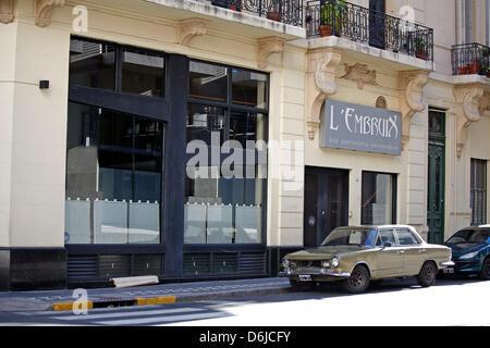 (Datei) - eine Archiv-Bild vom 16. November 2008, zeigt einen Oldtimer Parken auf einer Straße im traditionellen - Stockfoto