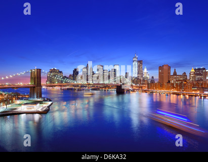 Lower Manhattan von oben den East River in New York City. Stockfoto