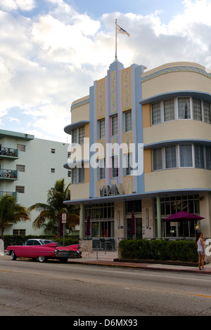 "Hotel ""Marlin' in South Beach, Miami, FL, USA, ein typisches Beispiel für Miami Art Deco Kitsch. - Stockfoto"
