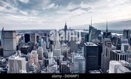 Panorama von New York City in Midtown Manhattan. Geringe Farbsättigung. Stockfoto