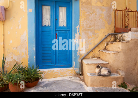 Blaue Tür, Ermoupoli (Chora), Insel Syros, Cyclades, griechische Inseln, Griechenland, Europa - Stockfoto