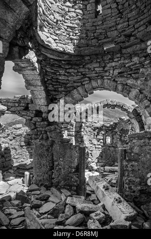Ruinen des 10. Jahrhunderts. Byzantinische Kirche Agia Asomati oben Pepo in der Tiefe Mani Süd-Peloponnes, Griechenland - Stockfoto