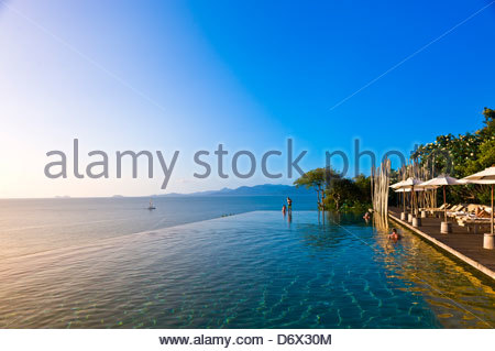 Sechs Sinne Hideaway (Resorthotel), Infinity-Pool, Golf von Thailand, Thailand, Koh Samui (Insel) - Stockfoto