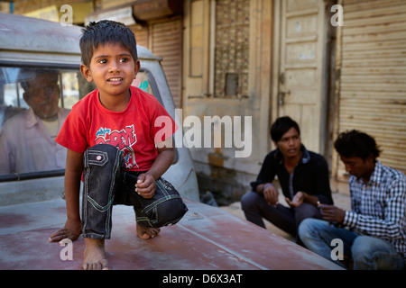 Porträt des Lächelns Indien junge, Jaisalmer, Indien - Stockfoto