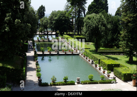 Villa d ' Este. Tivoli. Italien. Blick auf die herrlichen gepflegten und üppigen Ebene Gärten und Teichen an der - Stockfoto