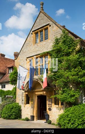 Le Manoir Aux Quat' Saisons Luxushotel gegründet von Raymond Blanc - vor dem Eingang in Great Milton in Oxfordshire, - Stockfoto