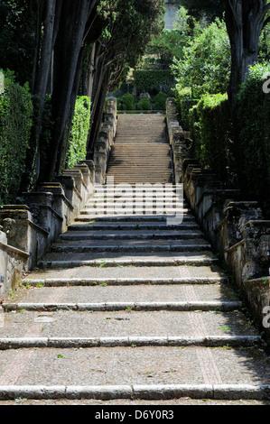 Villa d ' Este. Tivoli. Italien. Blick entlang der Treppen von der Bollori, die von Fischteichen, in Richtung der - Stockfoto