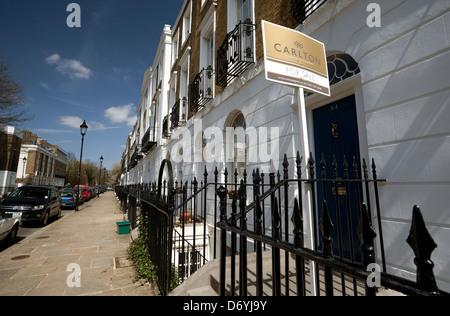 f r verkauf zeichen au erhalb reihenh user in east london. Black Bedroom Furniture Sets. Home Design Ideas