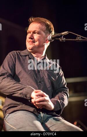 London, UK. 24. April 2013. Edwyn Collins tritt am Union Chapel, Highbury & Islington, London. Bildnachweis: Lucia - Stockfoto