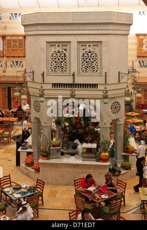 Restaurant im Souk Bereich der Wafi-Shopping-Mall, Dubai, Vereinigte Arabische Emirate - Stockfoto