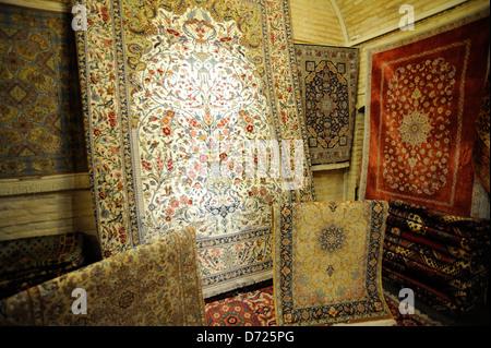 perserteppich shop im basar e bozorg in esfahan iran stockfoto bild 20596613 alamy. Black Bedroom Furniture Sets. Home Design Ideas