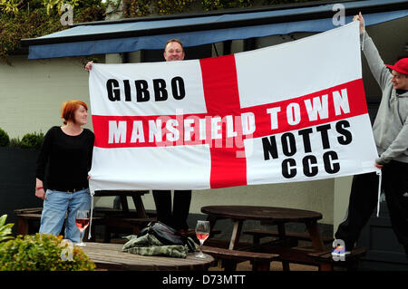 28. April 2013, Mansfield, Nottinghamshire, UK. Mansfield Town FC feiern Förderung zurück zu Fußball League nächste - Stockfoto
