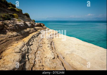 Einer der vielen Ufer bestaunen auf den Strand von Sidari, Korfu, Kerkyra, Griechenland - Stockfoto