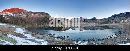 Blea Tarn an einem kalten Februar Morgen, kleine Langdale Lake District National Park, UK - Stockfoto
