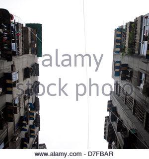 Niedrigen Winkel Ansicht der Wohnungen in einer Stadt, Chongqing, China - Stockfoto