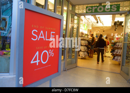Miami Beach Florida Lincoln Road Fußgängerzone einkaufen Schuh Shop Vordereingang Zeichen Ende Sommer Verkauf 40 - Stockfoto
