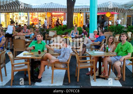 Miami Beach Florida Lincoln Road Fußgängerzone Einkaufsmöglichkeiten alfresco Esstische Mann Frau paar - Stockfoto