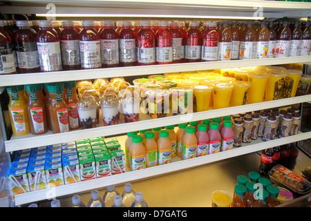 Miami Beach Florida Alton Road Einstein Bros Brothers Restaurant Café lokal gekühlt Vitrine Getränke Flaschen Saft - Stockfoto