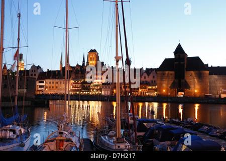 Jachthafen am Fluss Mottlau am Abend, Danzig, Polen - Stockfoto