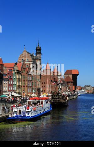 Kreuzfahrtschiff auf der Promenade am Fluss Mottlau, Danzig, Polen - Stockfoto