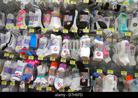 Miami Florida Wal-Mart Walmart Rabatt einkaufen Einzelhandel für Verkauf Preise Socken - Stockfoto