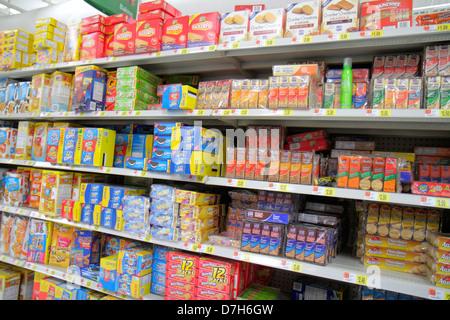 Miami Florida Wal-Mart Walmart Rabatt einkaufen Einzelhandel für Verkauf Preise Cracker Cookies Verpackung konkurrierende - Stockfoto