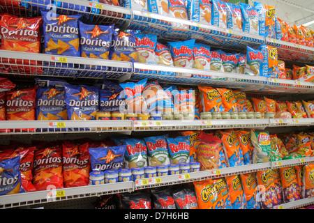 Miami Florida Wal-Mart Walmart Rabatt einkaufen Einzelhandel für Verkaufspreise Verpackung konkurrierende Marken - Stockfoto