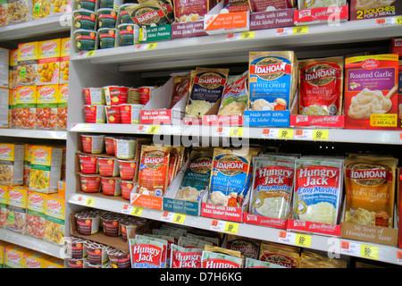 Miami Florida Wal-Mart Walmart Rabatt einkaufen Einzelhandel zum Verkauf Preise Verpackung konkurrierenden Marken - Stockfoto