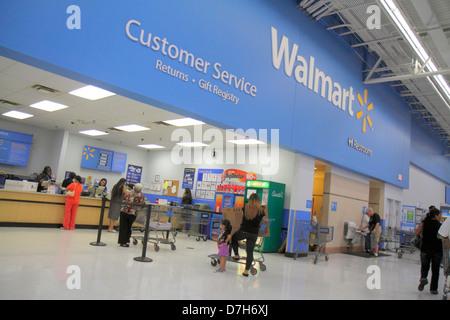 Miami Florida Wal-Mart Walmart Rabatt einkaufen Kundenservice zurück Zähler Schreibtisch - Stockfoto