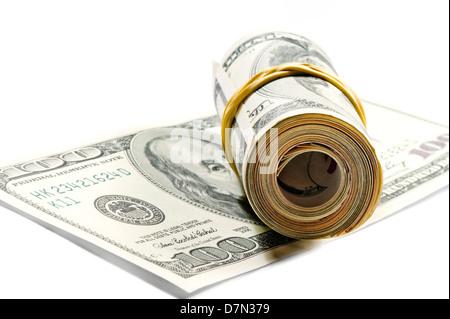 Rolle von Dollarnoten auf der hundert-Dollar-Rechnung - Stockfoto
