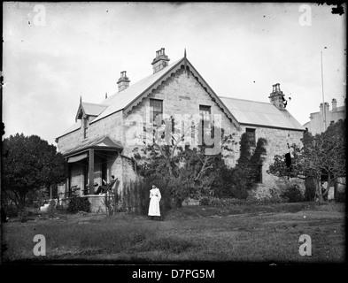 Szene des zweistöckigen Steinhaus mit Giebel, möglicherweise Waverly - Stockfoto