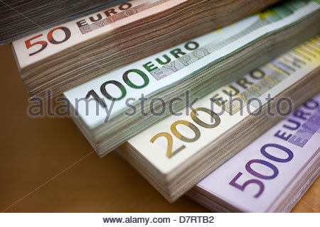 Nahaufnahme von Bündeln von europäischen Papierwährung - Stockfoto