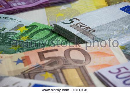 Verschiedene europäische Papierwährung in Nahaufnahme - Stockfoto