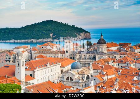Kathedrale von Dubrovnik und die Insel Lokrum, Altstadt, UNESCO World Heritage Site, Dubrovnik, dalmatinische Küste, - Stockfoto