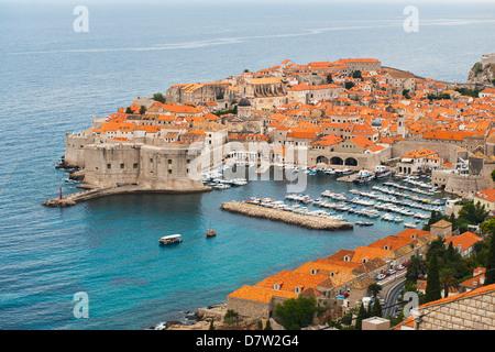 Erhöhten Blick auf die Altstadt von Dubrovnik, UNESCO-Weltkulturerbe, Dubrovnik, Dalmatien, Adria, Kroatien - Stockfoto