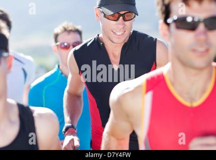 Läufer im Rennen in ländlichen Landschaft - Stockfoto