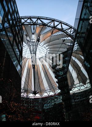 Die modernen Kuppel des Sony-Centers, Blick von innen, entworfen von Helmut. Jahn, befindet sich am Potsdamer Platz, - Stockfoto