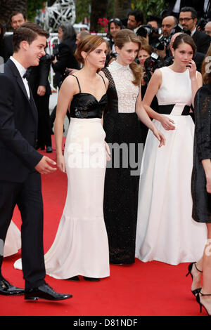 "Cannes, Frankreich. 16. Mai 2013. Emma Watson, Taissa Farmiga, Katie Chang Teilnahme an der Premiere von ""The Bling - Stockfoto"