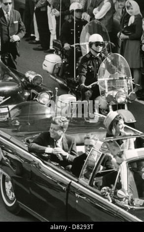 Kennedy (1917-1963) und Frau Jacqueline mit John Connally, Gouverneur von Texas, kurz vor seiner Ermordung. - Stockfoto