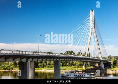 Świętokrzyski Brücke über die Weichsel in Warschau, eine moderne Schrägseilbrücke Konstruktion. - Stockfoto