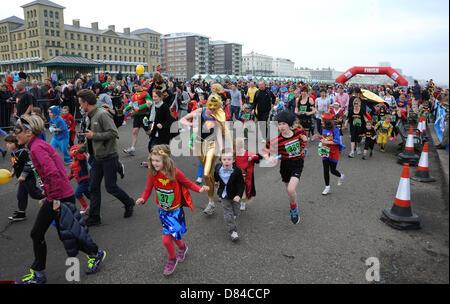 Hove, Sussex UK. 19. Mai 2013. Hunderte von Menschen, darunter Kinder nahmen Teil heute in der jährlichen Helden - Stockfoto