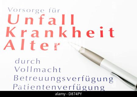 Richtlinie mit Stift voraus, Nahaufnahme - Stockfoto