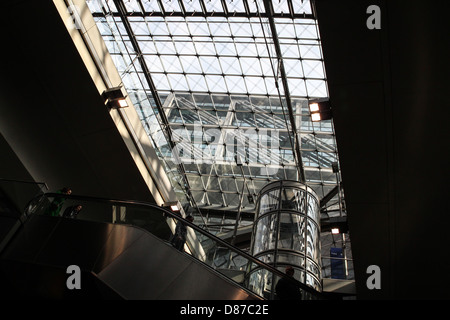 Berlin Hauptbahnhof, eingeweiht im Jahr 2006 ist der Hauptbahnhof in Berlin, Deutschland - Stockfoto