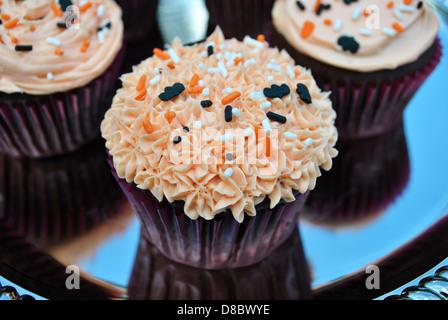 Süße leckere Halloween Cupcakes - Stockfoto