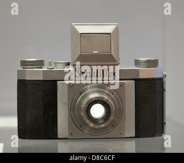 Die ersten einzelnen Spiegelreflexkameras im 35mm Format, Praktiflex ab 1939 wird auf dem Display in der Sonderausstellung - Stockfoto