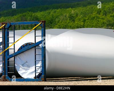 Eine Windkraftanlage ist eine Vorrichtung, die kinetische Energie aus dem Wind, auch genannt Windenergie in mechanische - Stockfoto