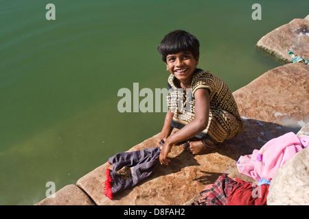 Asien, Indien, Karnataka, Banashankari, näher Waescht Kinderkleidung - Stockfoto
