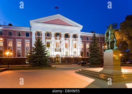 Russland, Kaliningrad, Verwaltung Bau der russischen baltischen Flotte und Statue von Peter die großen - Stockfoto