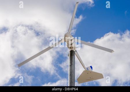 Wind Turbine Generator zur Stromerzeugung für den Einsatz in Betrieben und landwirtschaftlichen Flächen. - Stockfoto